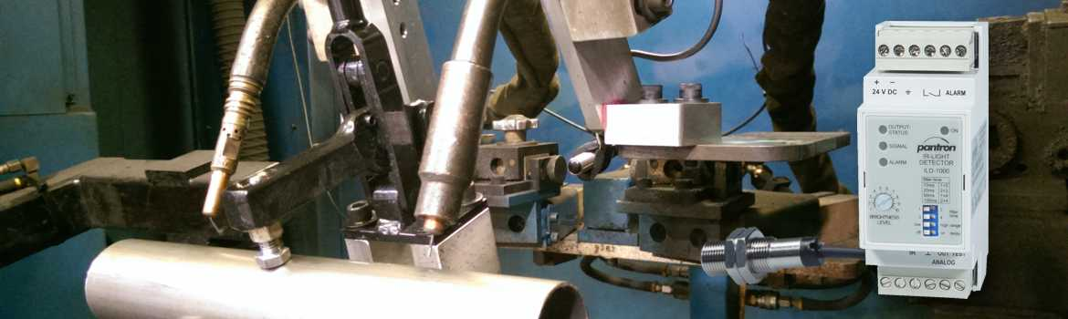 picture welding systems with light sensor