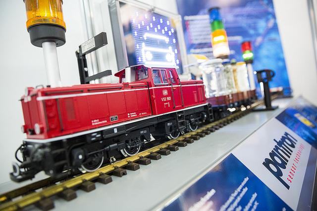 Eisenbahnmodell am Messestand der Firma Pantron