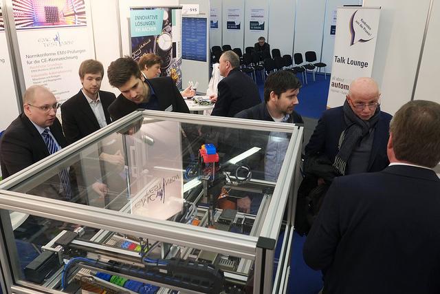 Produktionsroboter Demo, ausgetattet mit Pantron Sicherheitssensoren